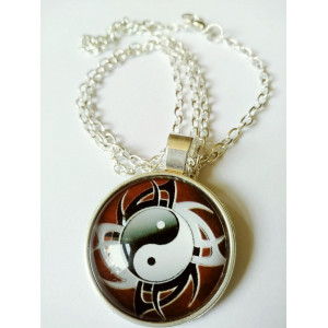 Necklace Yin Yang - black and white