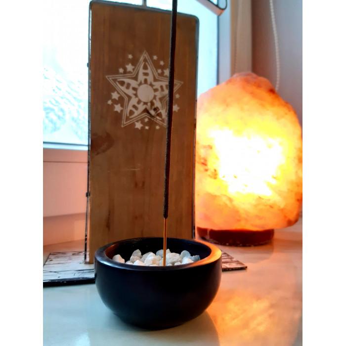 Steatytowa kadzielniczka z białymi kamieniami